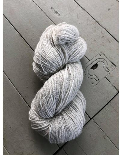 Nr 103 Ljusgrått, Ullgarn Tvåtrådigt