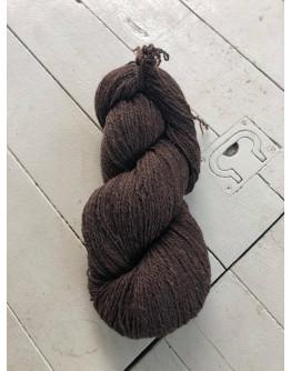 Nr 107 Natursvart (mörkbrun), Ullgarn Tvåtrådigt